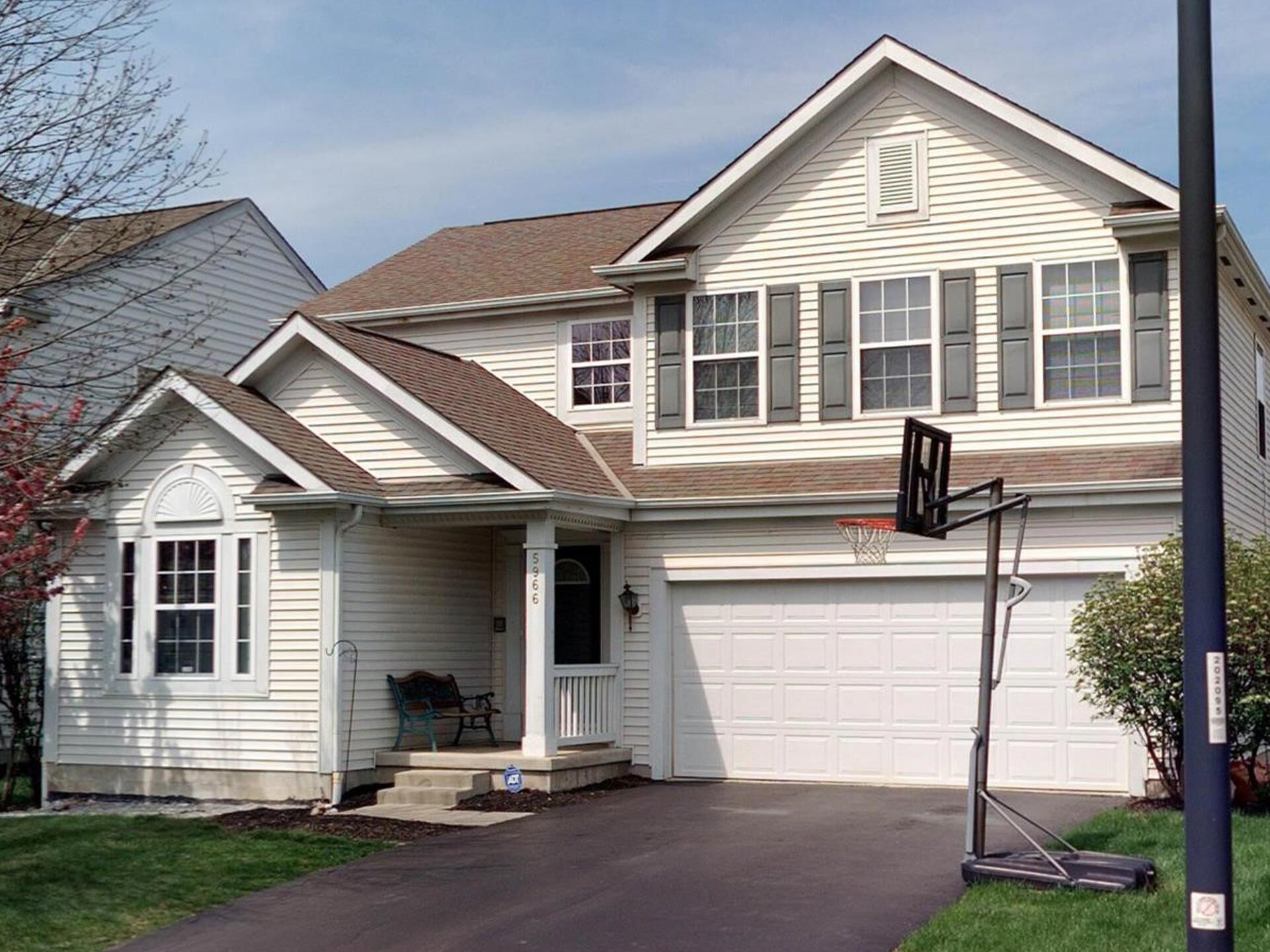 Beautiful, Spacious Home in New Albany Schools