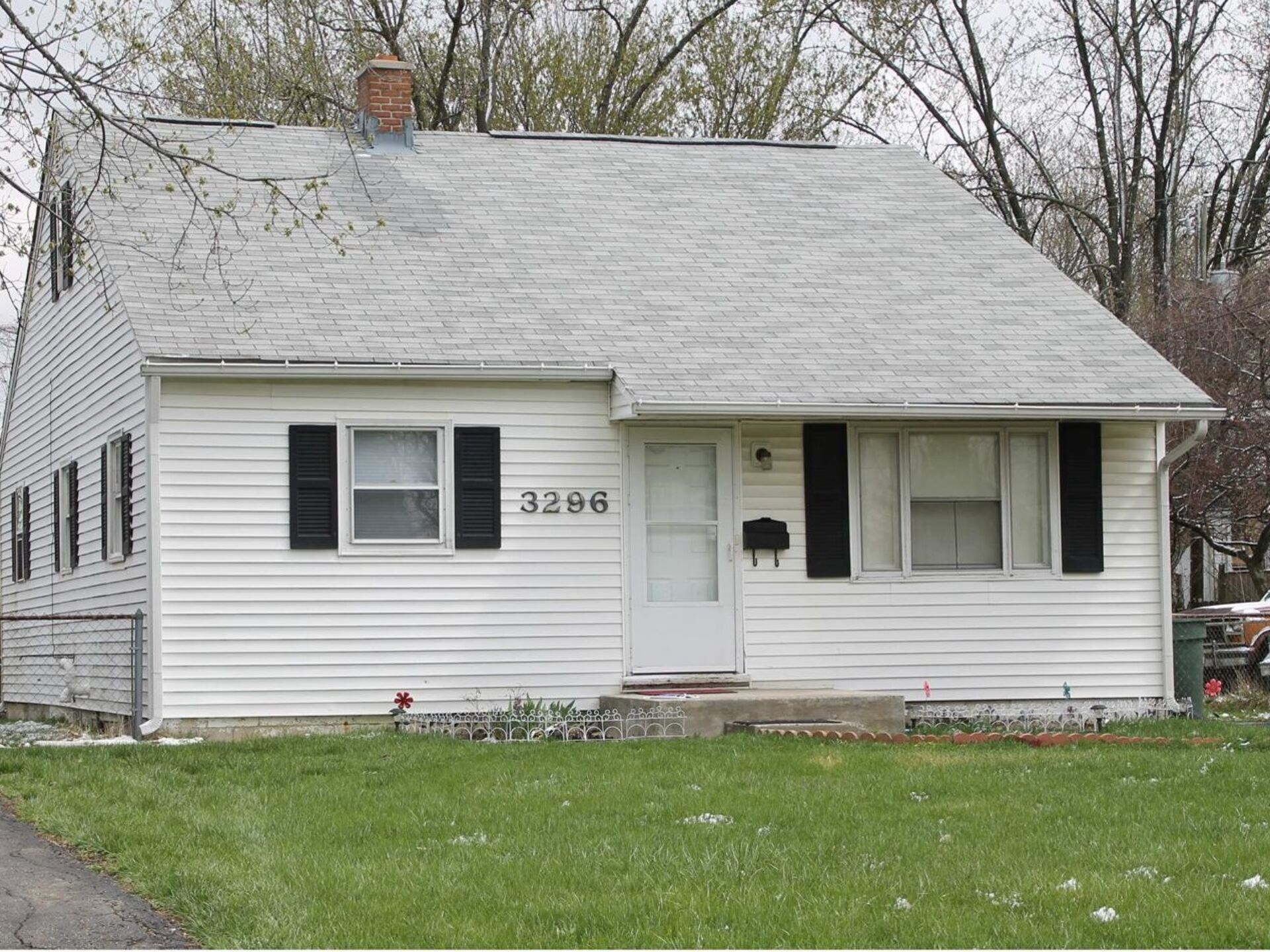 Charming 3 bedroom Cape Cod with Fenced Yard!