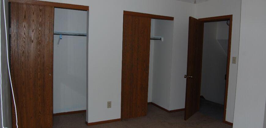 Worthington 2 bedroom/ 1.5 bath Condo